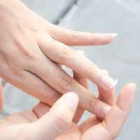 Comment réparer des ongles abîmés ?